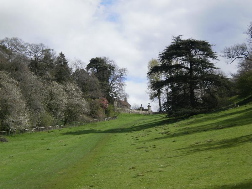 Walking to Hidcote Gardens