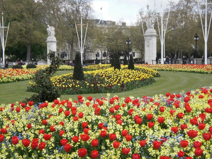 Victoria Memorial St. James Park