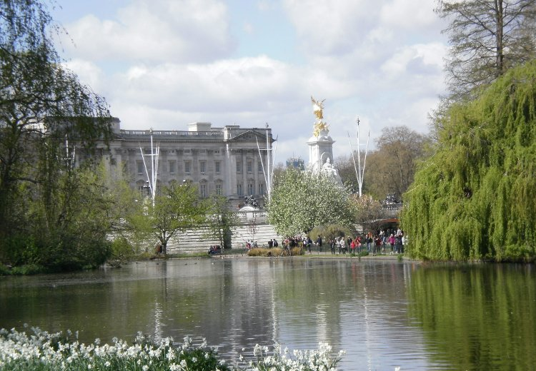 Walking London St James Park