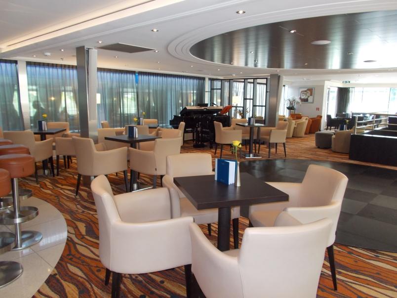 Bar Area in Panorama Lounge Artistry II