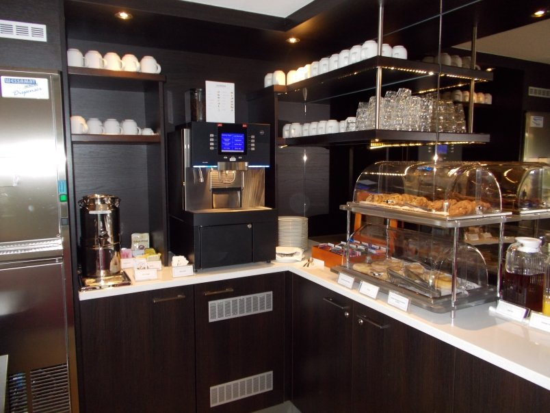 Coffee, Tea and Bakery Goods Available in Club Lounge at All Times