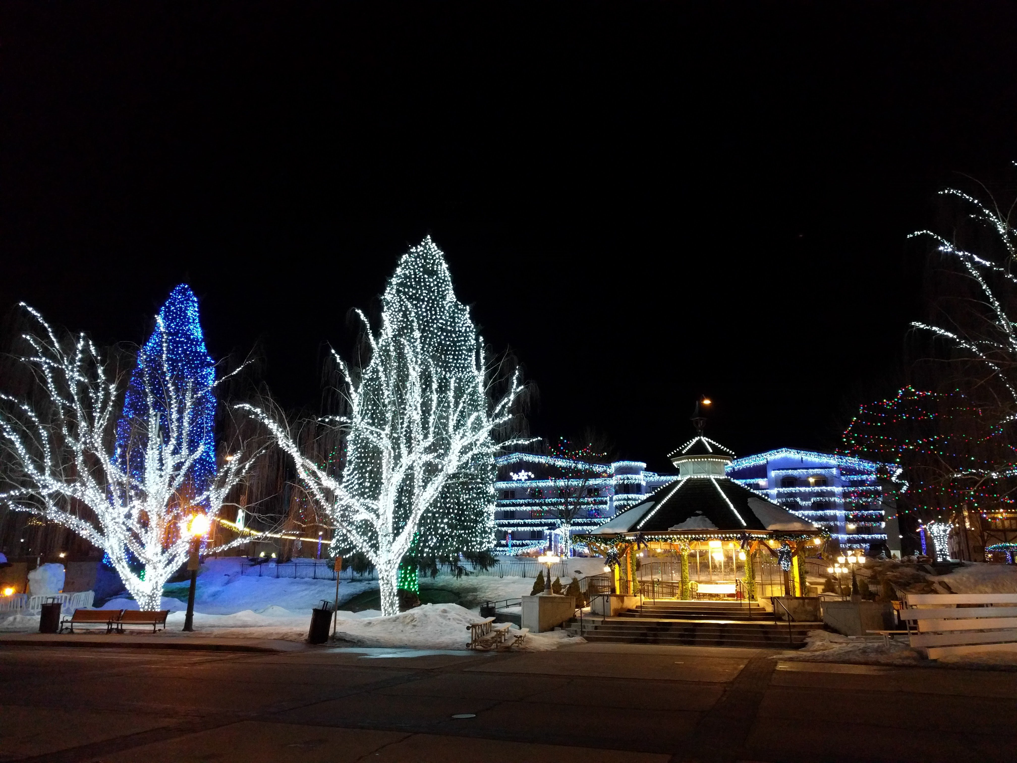 Xmas lights Leavenworth 2