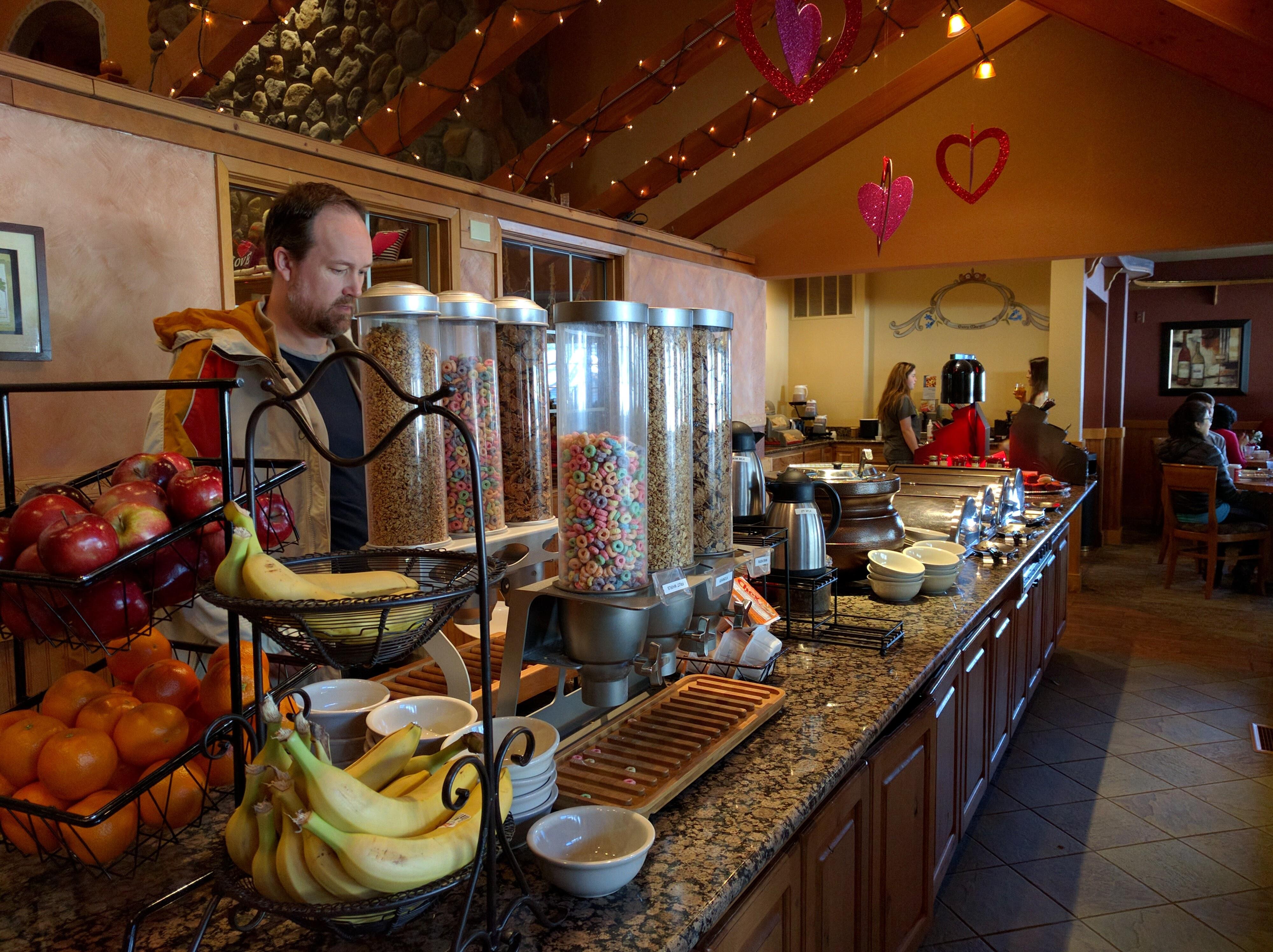 Icicle Village Resort breakfast buffet