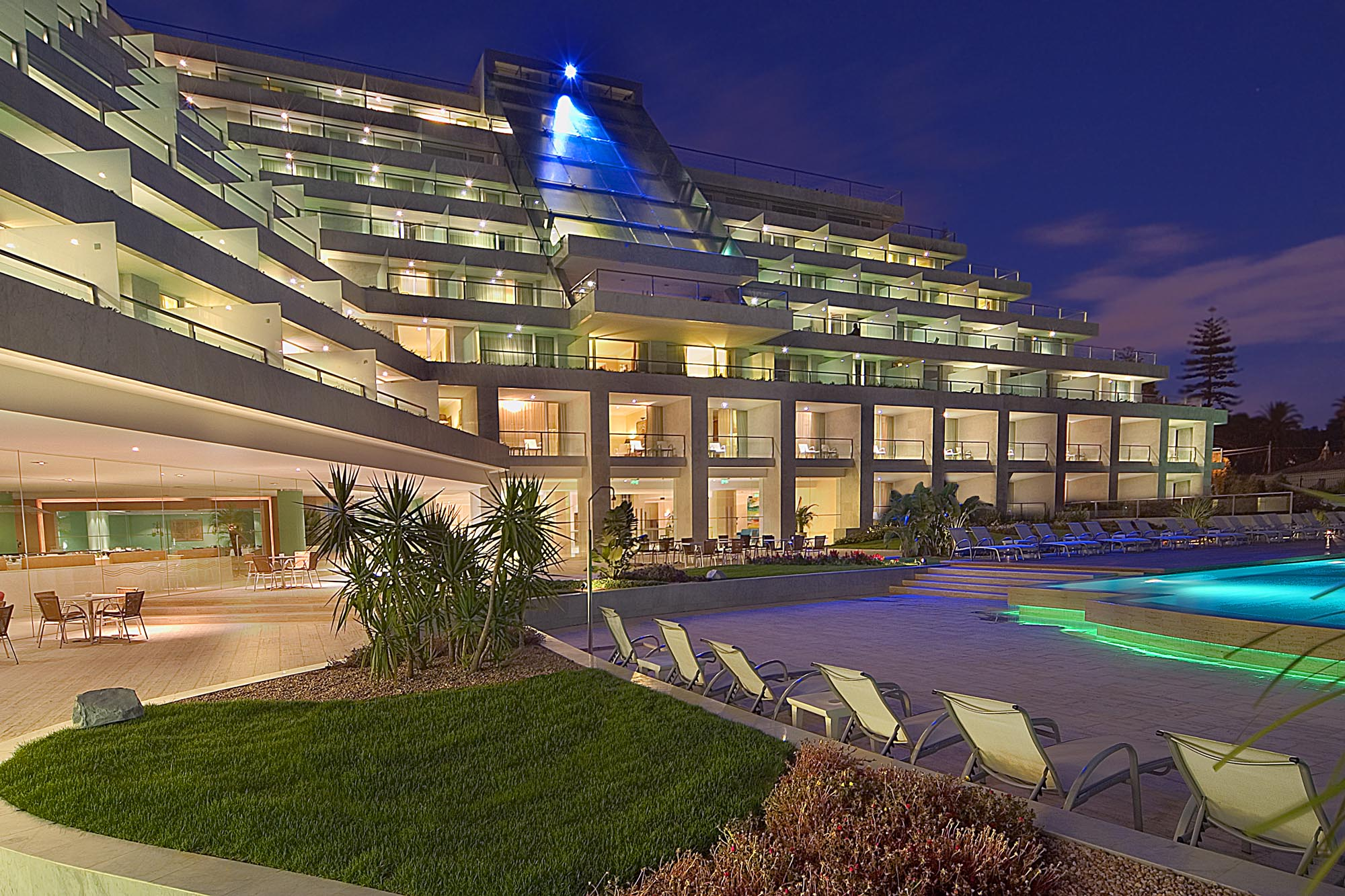 Hotel Cascais Miragem at night