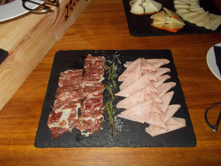 Meats Breakfast Buffet Villa Cascais Guesthouse