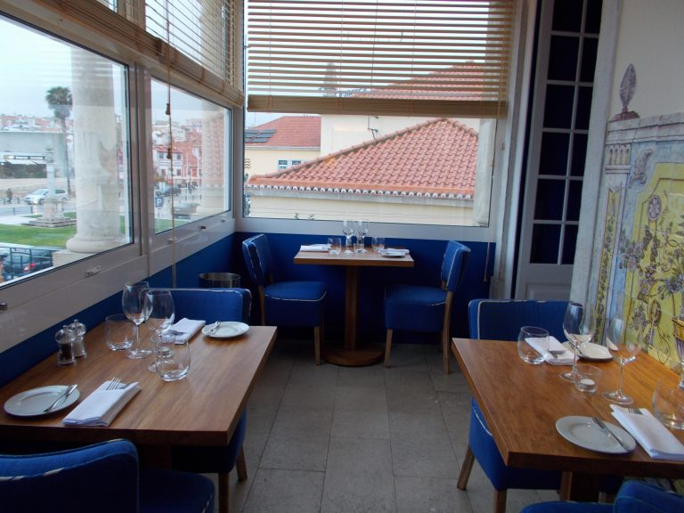 Patio Dining VillaCascais Guesthouse