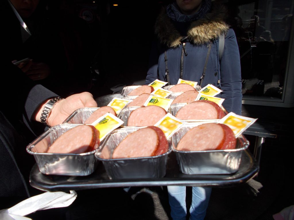 Sausage sampling - Eating Amsterdam