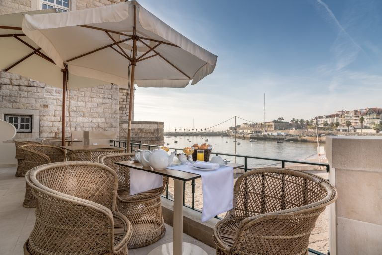 Terrace Seating Villa Cascais Breakfast