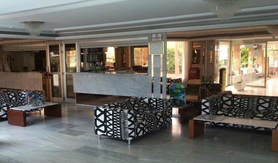 The reception area Apartamentos Las Arenas