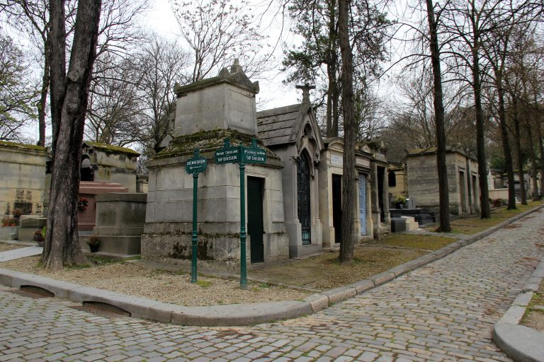 Looking for Jim Morrison's grave in Pere Lachaise Cemetery