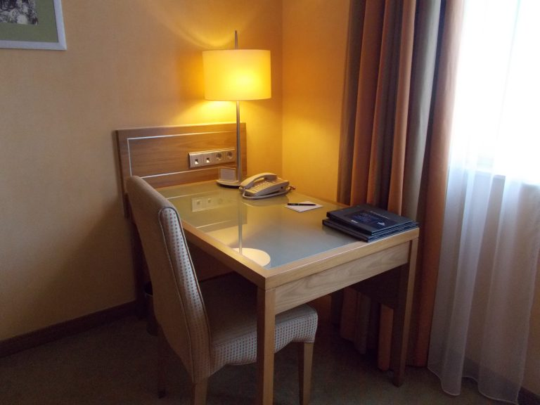 Hilton Imperial Dubrovnik desk in King room