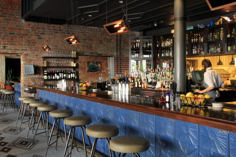 Bar at Old 77 Hotel and Chandlery