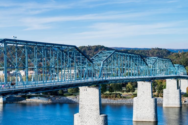 Walnut Street Bridge – Pedestrian walkway connecting shores of Tennessee River