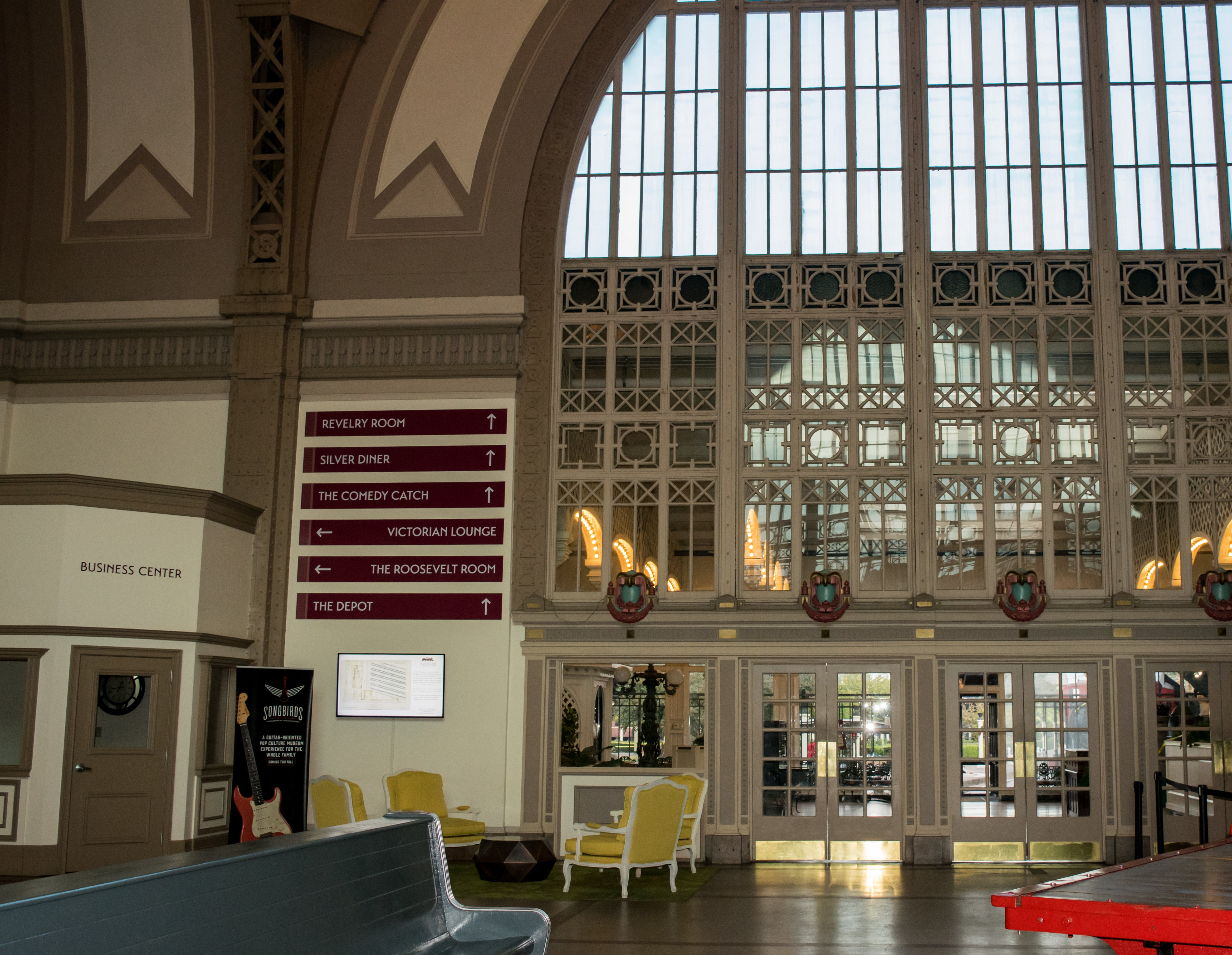 terminal building with arched windows and view of garden at the chattanooga choo choo hotel - Chattanooga Choo Choo Gardens Restaurant Menu