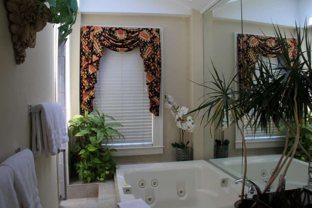 Luxurious Bath Harbor Light Inn Marblehead