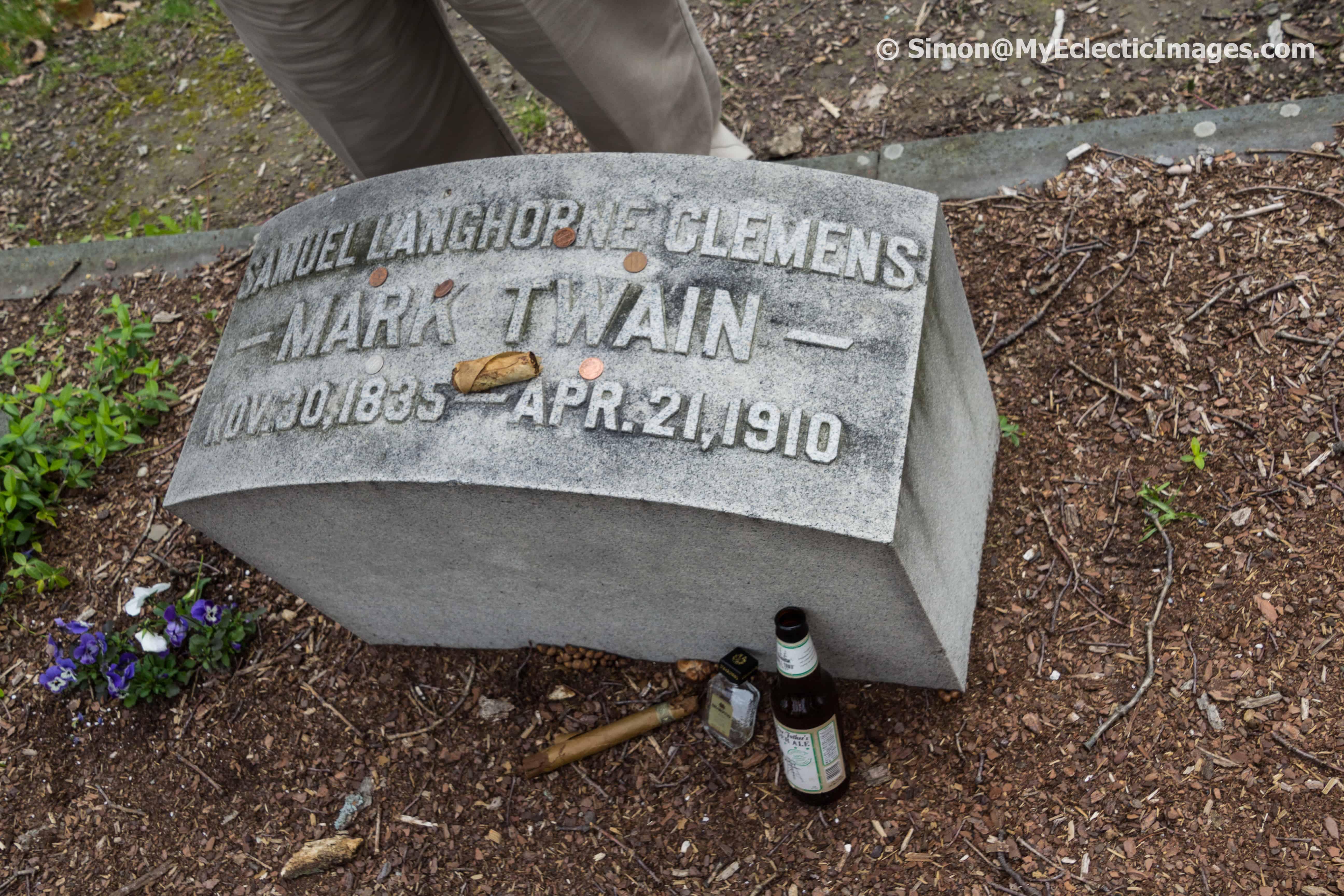 Mark Twain's Headstone Woodlawn cemetery