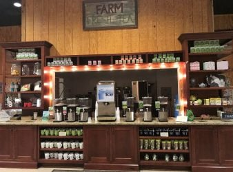 Visiting Charleston South Carolina - tasting station at Charleston Tea Plantation