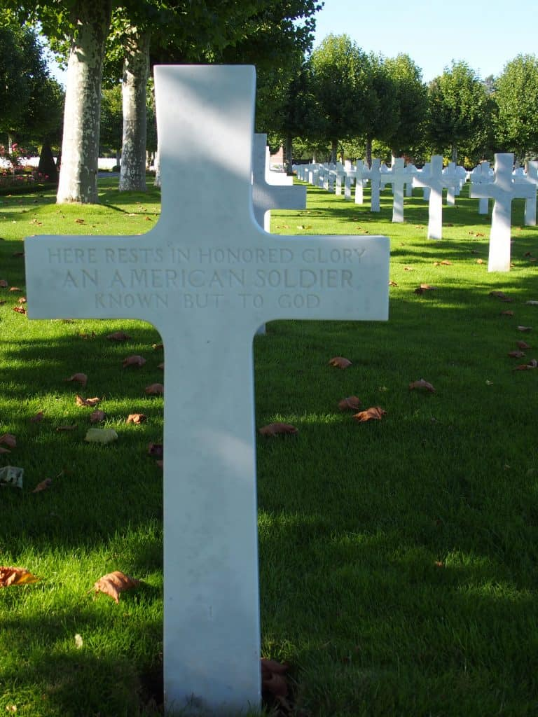 Grave of an American soldier - Oise Aisne American Cemetery at Seringes-et-Nesles